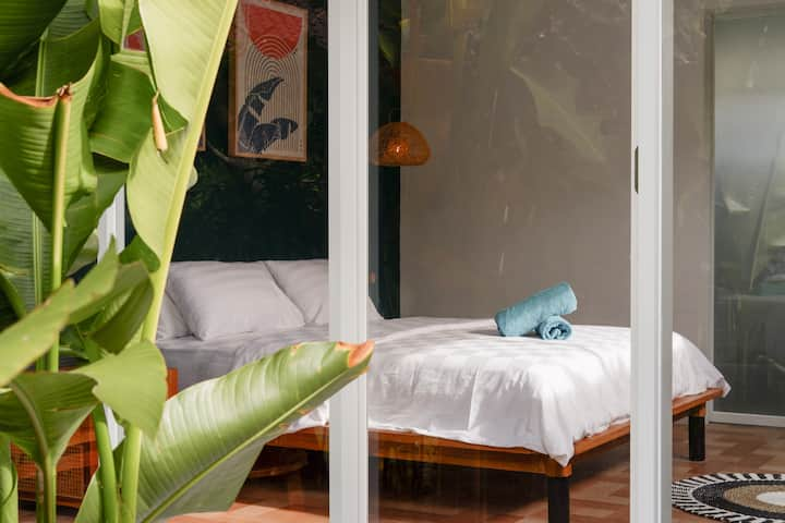 Tropical Private Room Canggu 3 by Rios Guest House