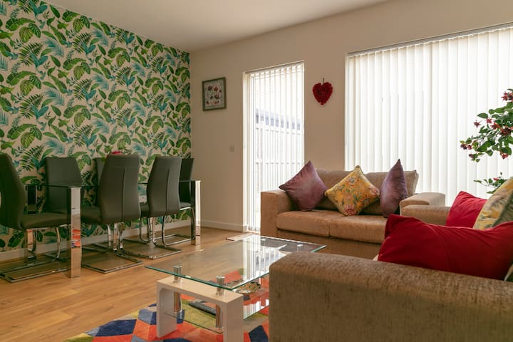 Cambridge Addenbrookes Townhouse with Free Parking