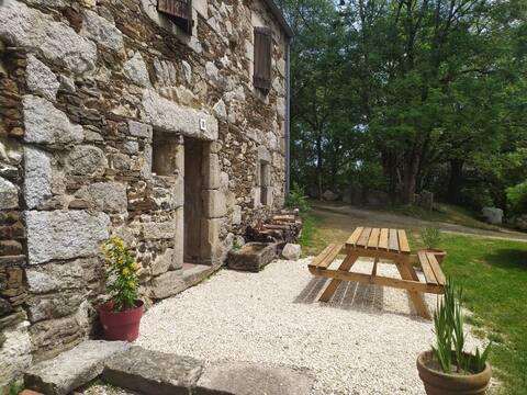 Magnifique cottage familial en granit: mares, jeux