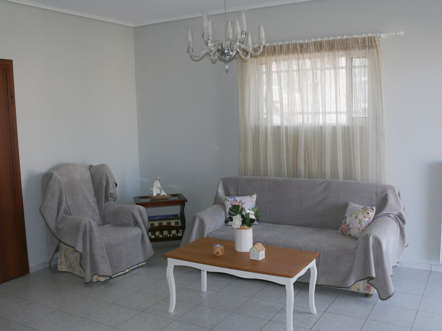 A fully equipped, eclectic style, spacious, sunny apartment.