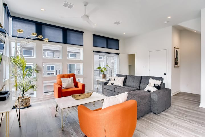 Sleek New Luxury Home in Prime Uptown Location!