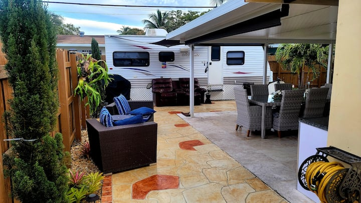 ★Stylish RV w/patio✔ Realx ✔ 🚙 Rental see picture
