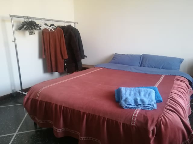 Easy Room at Porta S.Felice,on Busline BLQ Airport