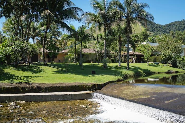 Casa Angra , 16 pessoas , à beira do lago