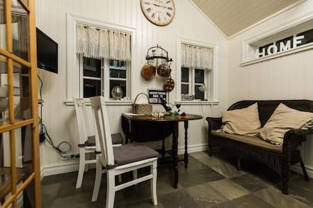 Romantic cottage for two persons.   - Eyrarbakki - Casa