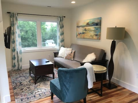 All Things Bright & Beautiful Apt  (Newly Built)