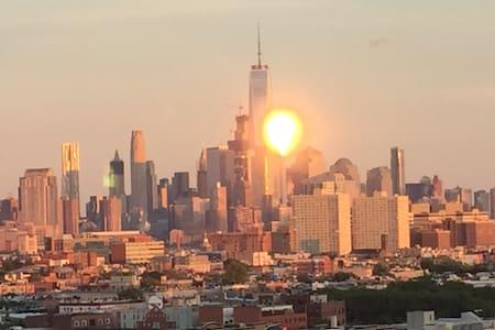 See New York Now Sleeps 21+People! - Union City - Loft
