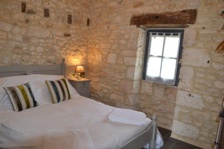 1 Bed gite, close to Sarlat, Montignac, Rocamadour