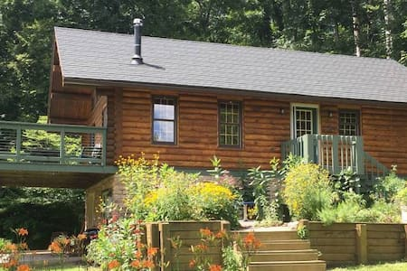 Cozy Driftless Log Cabin on Richland Creek