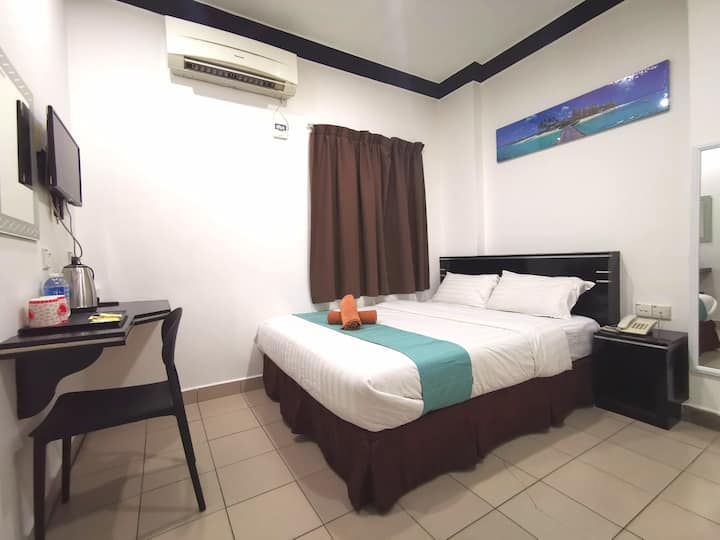 Essential Double Room with Window @ Gaya Street