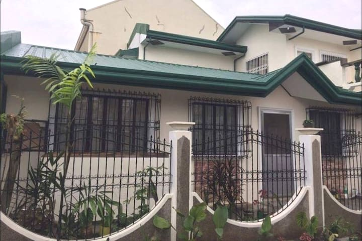Antipolo City whole House with Garage + Wifi