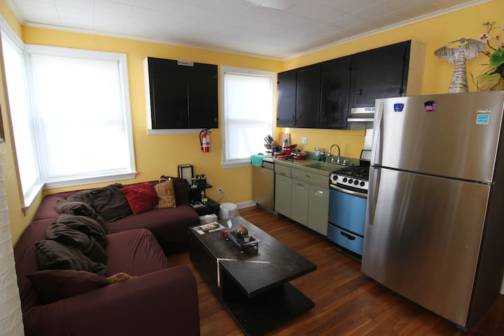 Quiet Area |Near Airport|Close to Philly| Parking!