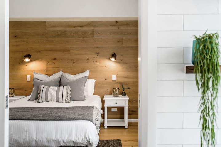 Luxe & Bloom - Brunswick Heads - Master bedroom
