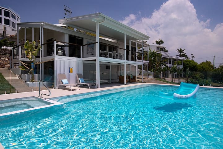 The Pool House Coolum close to beach pet friendly