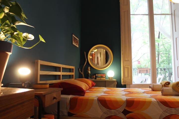 Suite in a big retro city center flat - Barcelona - Flat