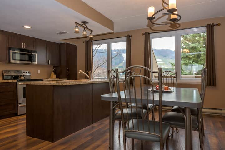Walk to the Village at Blue Mountain:Stylish Condo
