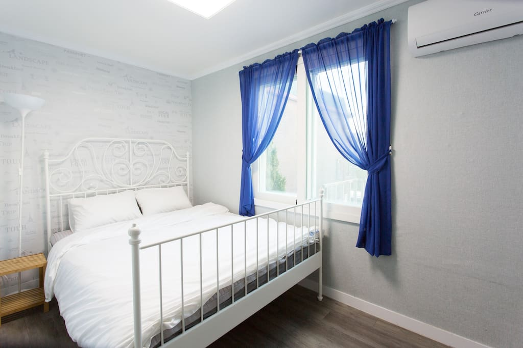 Queen double room with private bathroom