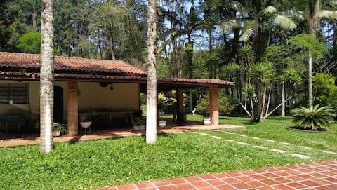 Linda chácara arborizada em Ribeirão Pires