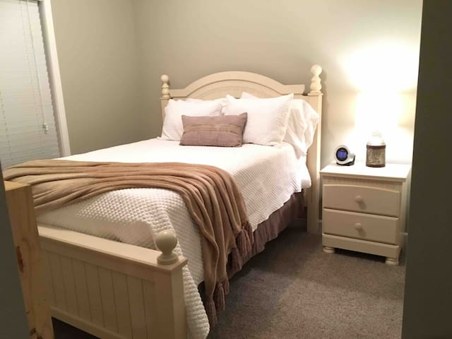 Full size bed, flat screen TV with DVD player, alarm clock with CD player and auxiliary cable, ceiling fan, full size closet, and luggage rack.