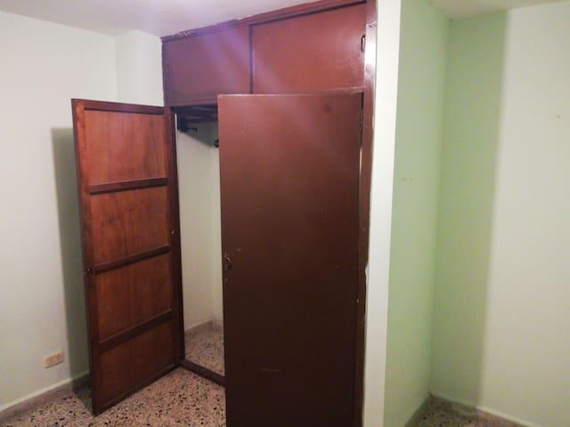 Habitación para dama sola, con closeth