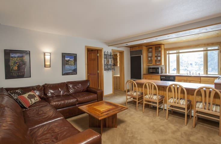Groovy, Cozy 2 Bedr Condo right in Vail Village
