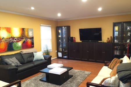 One Large private bedroom with full bathroom - Springfield