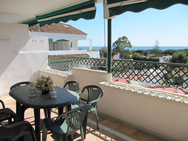Comfortable and sunny with sea view balcony - Marbella - Appartement