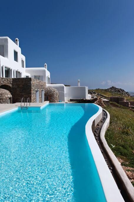 Infinity   Outdoor   Pool   Villa De Lucien