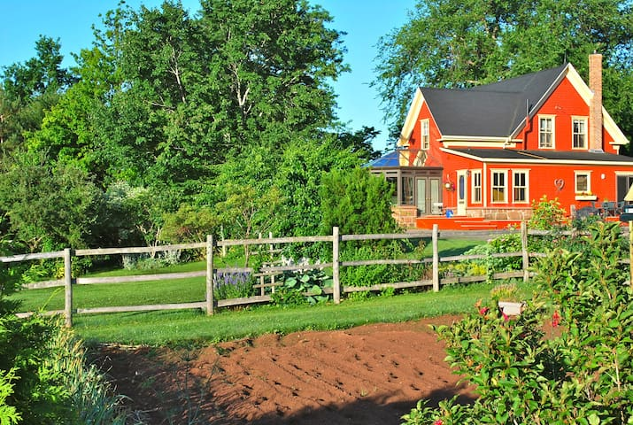 F'o'c'sle Farm Holiday Homestead - Belle River - Hus