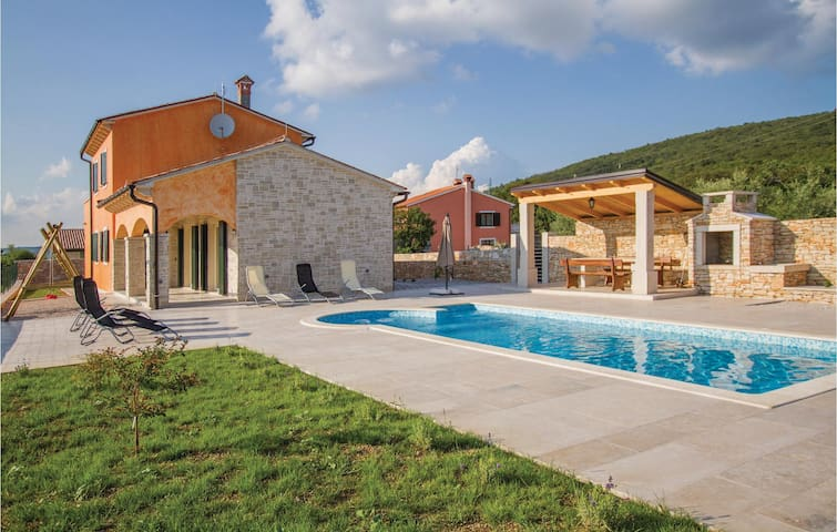 Holiday cottage with 3 bedrooms on 132 m² in Labin