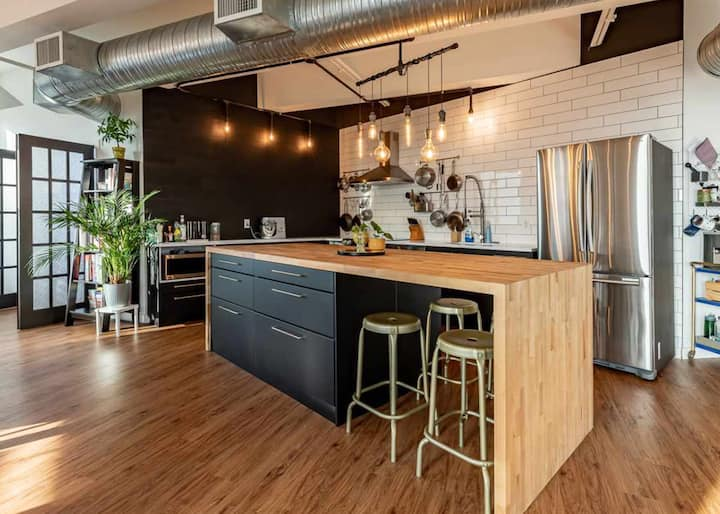 Big and beautiful, modern loft in the Heart of DT