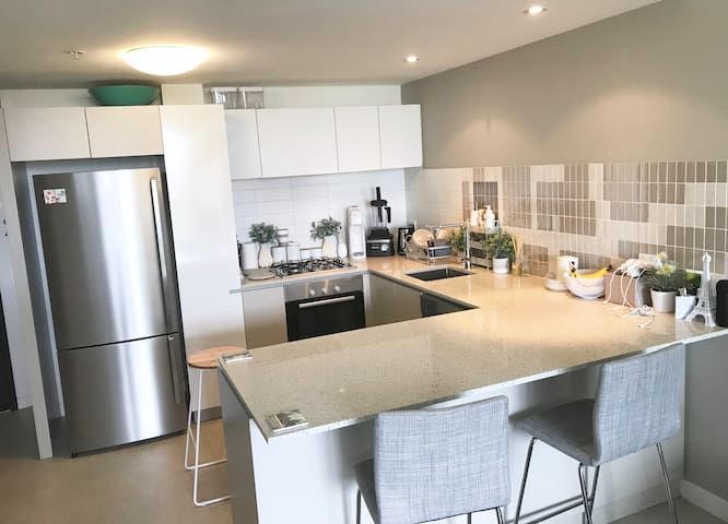 Luxury 1 bed apartment + parking space!
