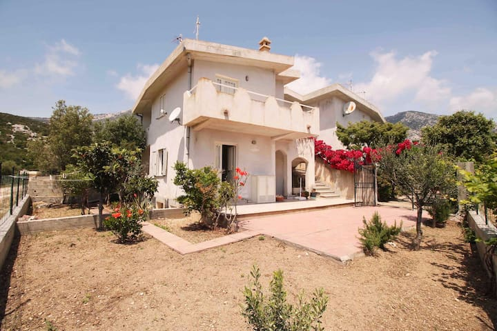Cala Gonone. House with a sea view.Ground floor