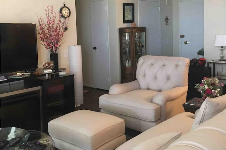 Perfect for Biz Travel / Lux Condo off City Ave
