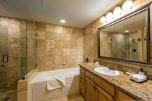 Your own private king suite with the jetted tub located at the base of America's largest ski resort, Park City!  Tomski Utah powder! Silverado lodge