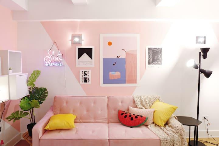 Neon Dreams - Private Bedroom in Chelsea