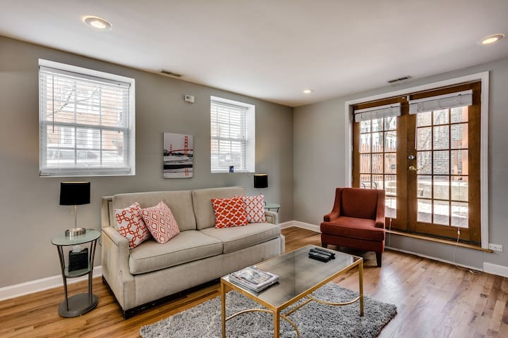 3 Level Coach House in Roscoe Village with Patio!