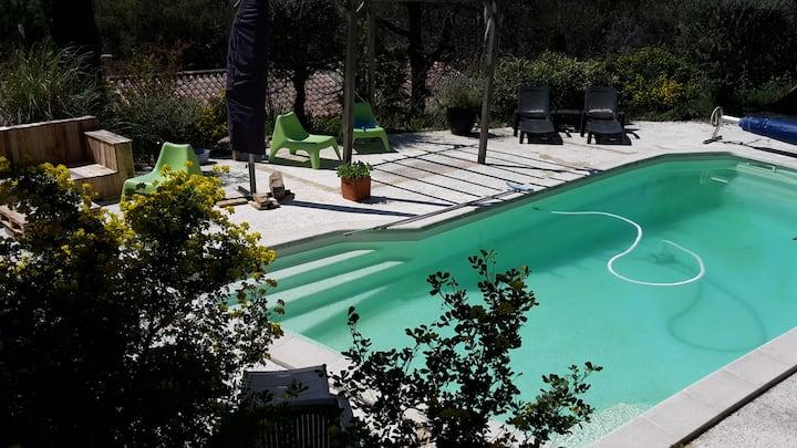 Location calme avec piscine pour 2/3 pers Provence