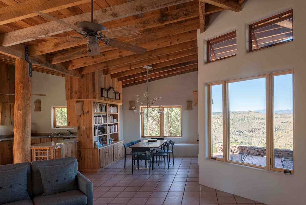 Open Floor Plan: Kitchen and Dining Area