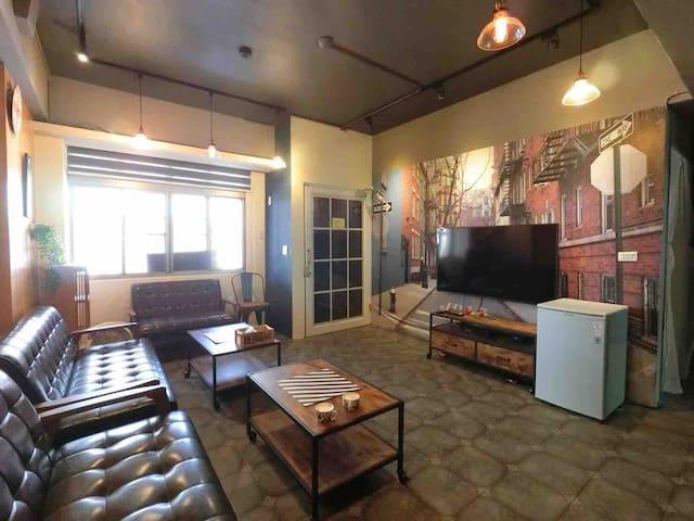 包整層台南庭園大東夜市旁ㄧ樓獨立空間含客廳及餐廳咖啡;3間房間及麻將、麻將桌