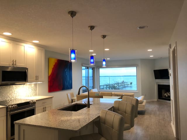 Soundfront Gorgeous Beach Condo with Sunset Views