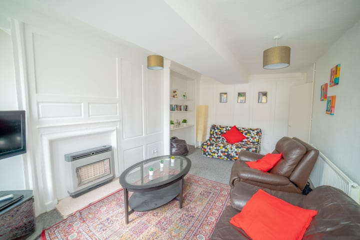 Cosy Two Bedroom Apartment right in the heart of the city