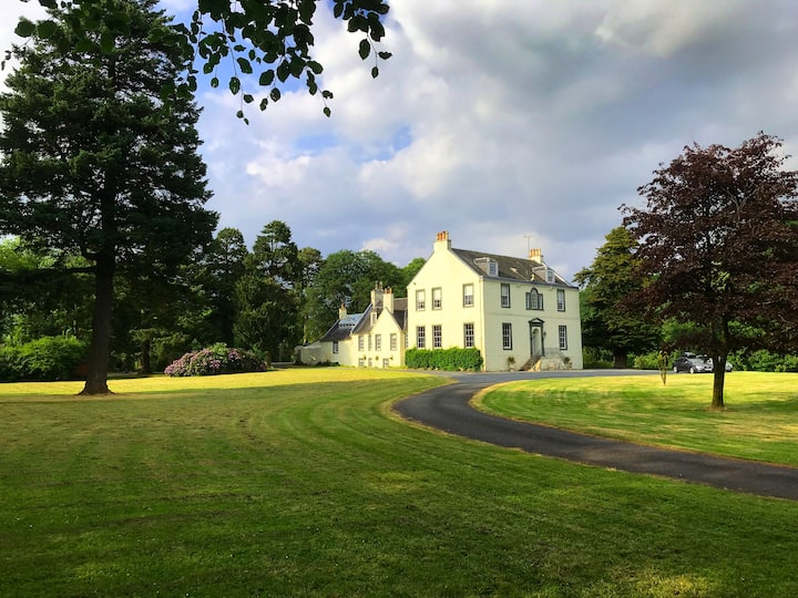 Historic Scottish Mansion Near Glasgow