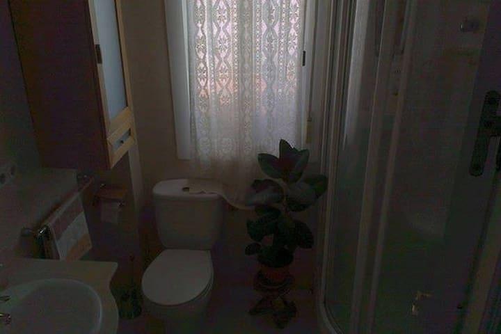 Baño de la habitación  Bath of the room