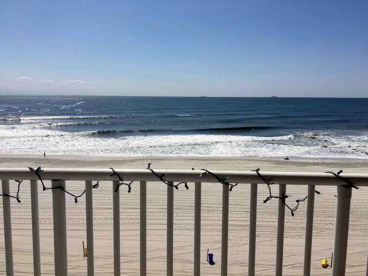 Oceanfront/full balcony 2 bedrooms 2.5bath