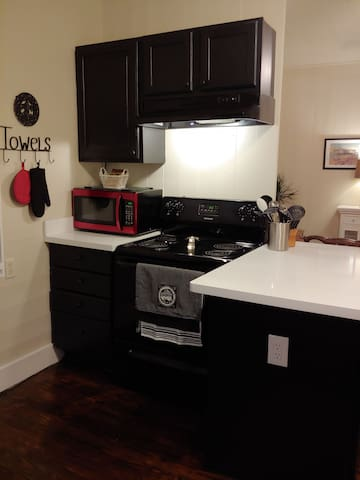 complete kitchen with complimentary breakfast foods.