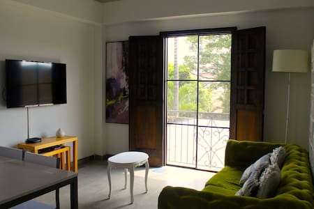 Stylish studio in colonial house - Apartemen