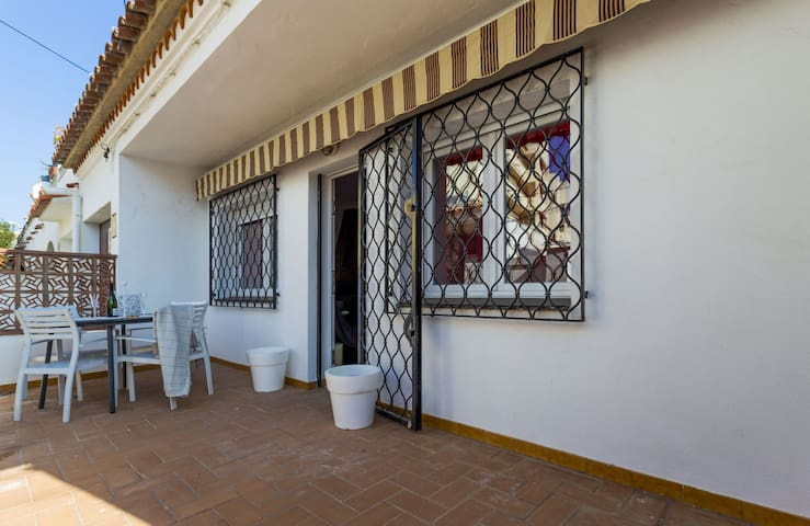 50 meters from the beach with air conditioning and Wifi