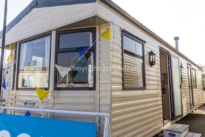 8 berth caravan for hire at Southview Holiday park Skegness ref 33010E