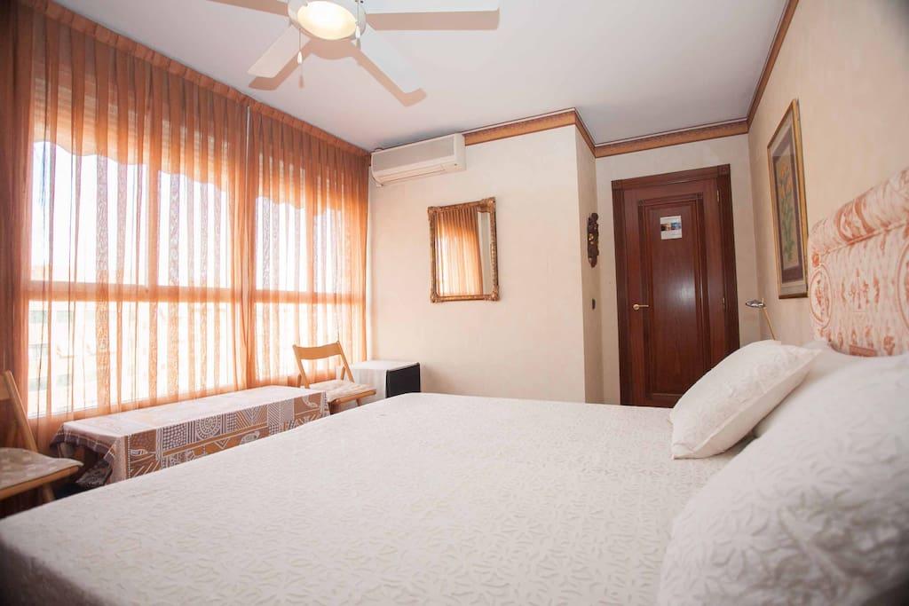 atico suite bed breakfast chambres d 39 h tes louer valence communaut valencienne espagne. Black Bedroom Furniture Sets. Home Design Ideas